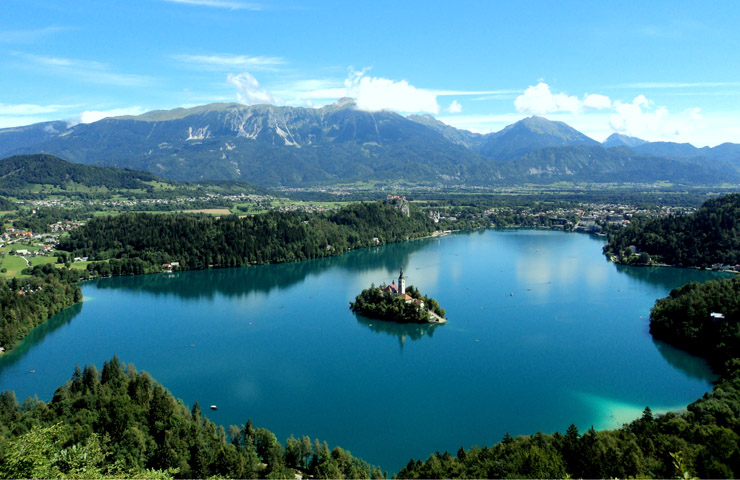 DESTAQUE Lake Bled from the Mountain
